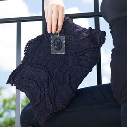 vintage handbags- navy blue cordé crochet clutch